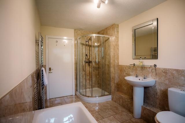 Irlam Lodge Bathroom